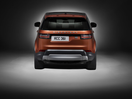 Land Rover Discovery Studio Rear 1