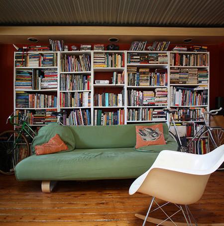 Una mala idea: guardar los libros en distintas direcciones