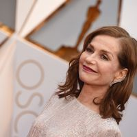 19 looks de alfombra roja de Isabelle Huppert con un estilazo a los 60 años que muchas querríamos a los 20