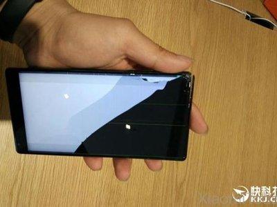 Así queda un Xiaomi Mi Mix después de caer al suelo