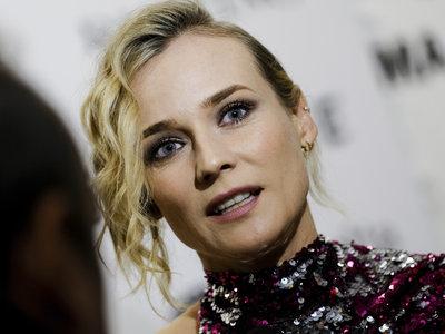 El original estilismo Diane Kruger, por supuesto de lentejuelas, la tendencia del momento