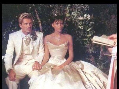 ¿Cómo no morir de amor? David y Victoria Beckham celebran sus 17 años casados ¡con fotografías de su boda en RRSS!