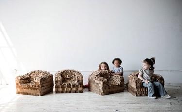 Sillones de cartón reciclable para decorar la habitación infantil
