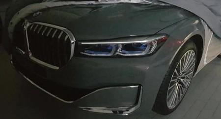 ¡Espiado! El BMW Serie 7 pronto recibirá el rostro (y la gran parrilla) del X7