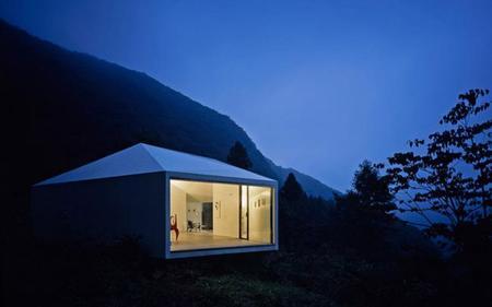 Impresionante galería de arte en una cabaña en medio del bosque