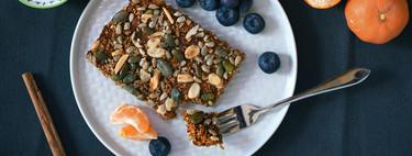 Avena al horno con zanahoria y frutos secos: receta para un desayuno o merienda con sabor a carrot cake