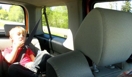 Menor con cinturón de seguridad