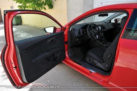 Seat León SC puerta abierta