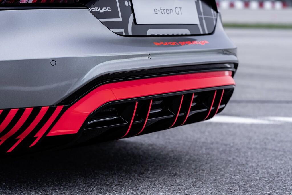 El sonido del futuro coche eléctrico Audi e-tron GT: de motor V8 a OVNI a lavadora cuando acaba de centrifugar, en vídeo