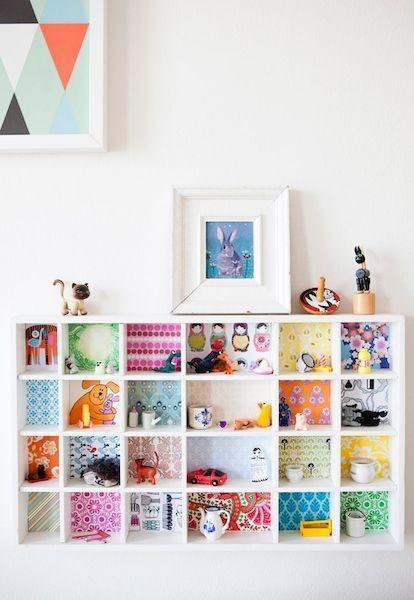 Convierte una pequeña estantería en un mueble decorado muy bonito
