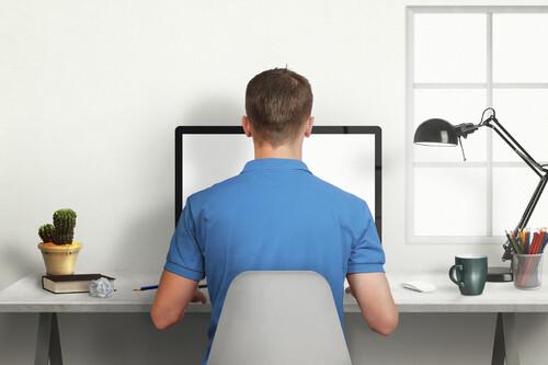 Lo que hace a tu cuerpo el estar sentado frente al ordenador 10 horas al día