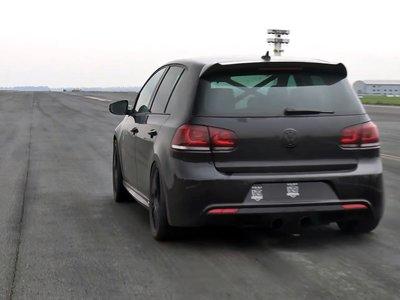 Este Volkswagen Golf se ha comido un V6 3.6 biturbo de 861 CV, y hace llorar a los superdeportivos en 1/2 milla