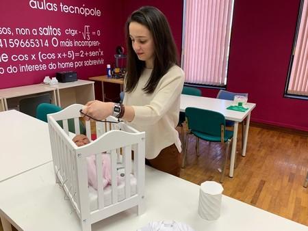 Con solo 17 años, una joven gallega ideó un sistema para evitar la muerte súbita del lactante: hablamos con ella