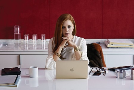 Nocturnal Animals 2016 005 Amy Adams Reading Laptop