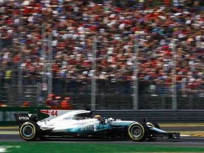 Lewis Hamilton gana en territorio Ferrari y sale de Monza líder del mundial