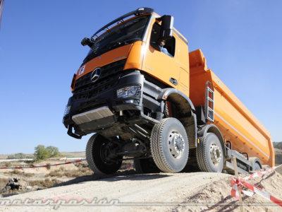 Probamos la gama Mercedes Arocs de camiones... Sí, sí, camiones, que aquí probamos de todo, oiga