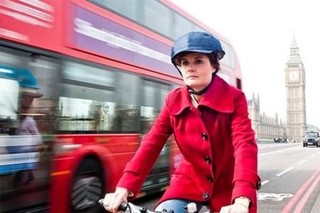 Closca, el casco-gorra plegable para ciclistas estilosos