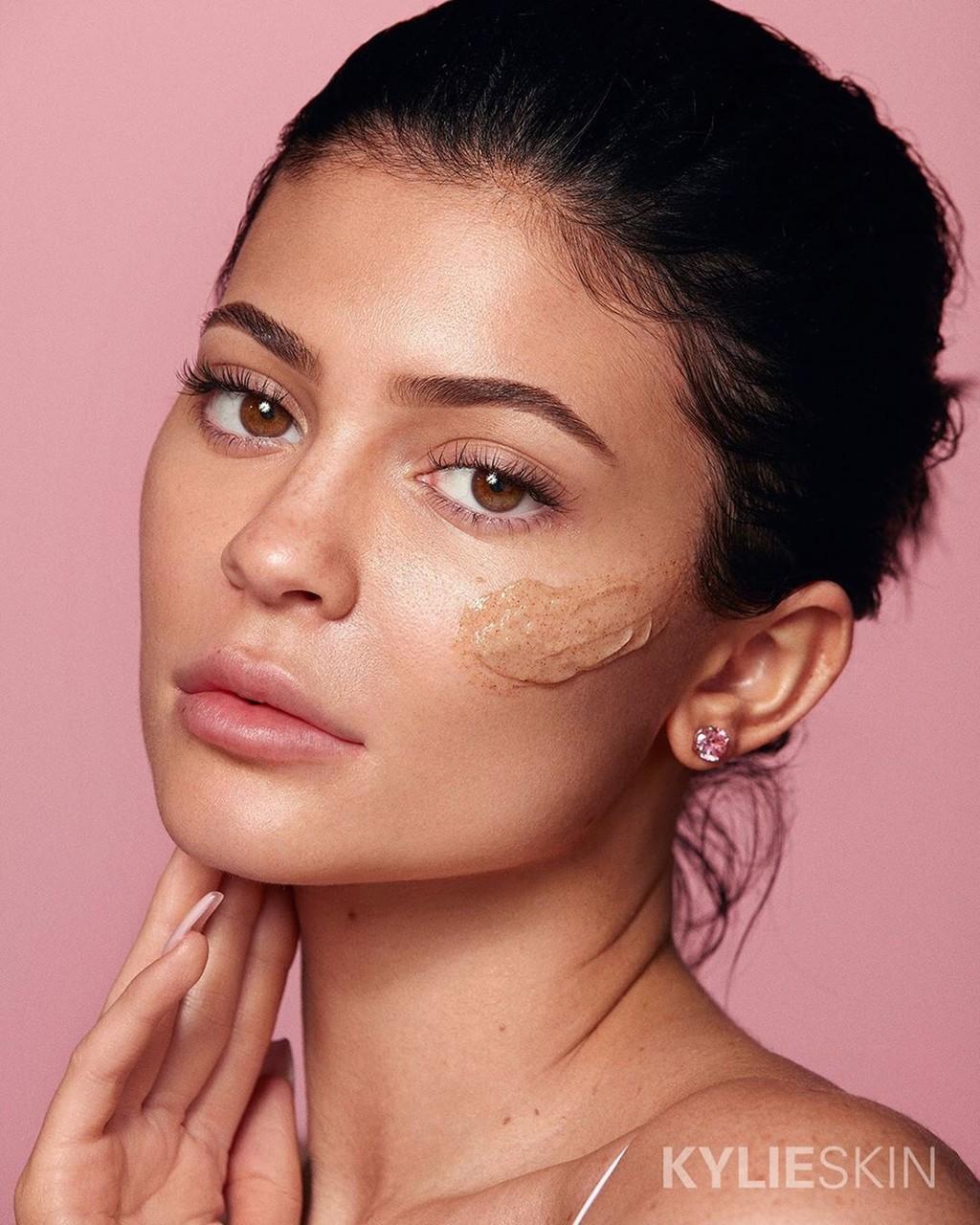Kylie Skin viene a Douglas: estos son los imprescindibles para continuar la rutina facial de Kylie Jenner