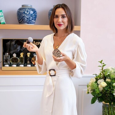 De color blanco y corte cruzado, así es el vestido de Tamara Falcó que tiene cinco alternativas low cost en Asos