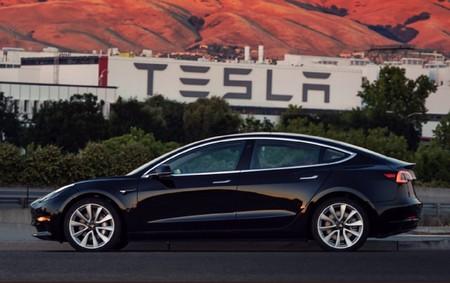 Tesla sigue quemando dinero y pone toda la carne en el asador con el Model 3