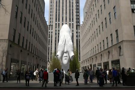 Las cabezas de Jaume Plensa cruzan el charco: De Colón al Rockefeller Center de Nueva York