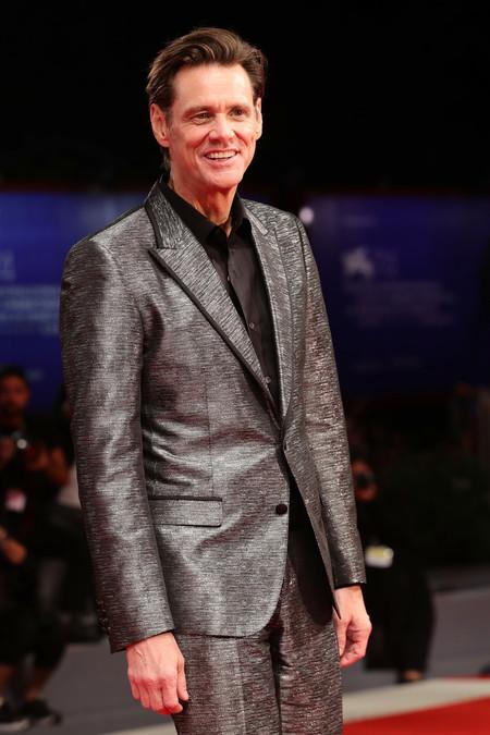 Jim Carrey Nos Deslumbra Con Un Look Metalico Con Toque Western En Venecia 2