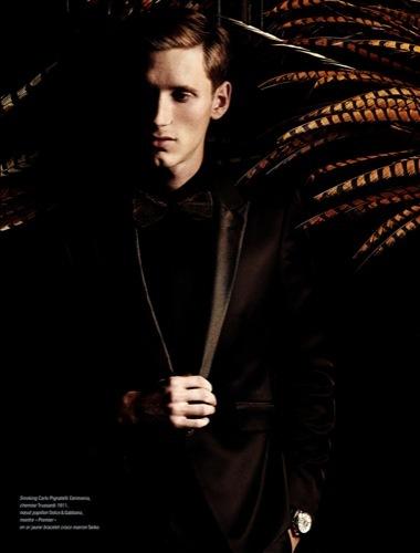Esta Nochevieja viste de esmoquin y pajarita al estilo cabaret, negro