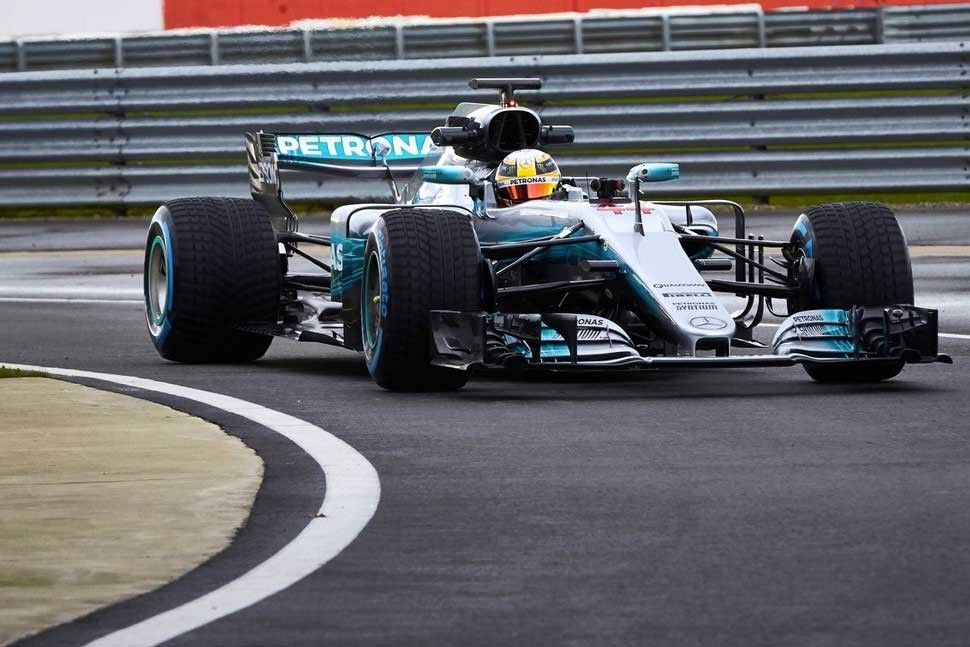 Foto de Mercedes F1 W08 EQ Power+ (2/5)