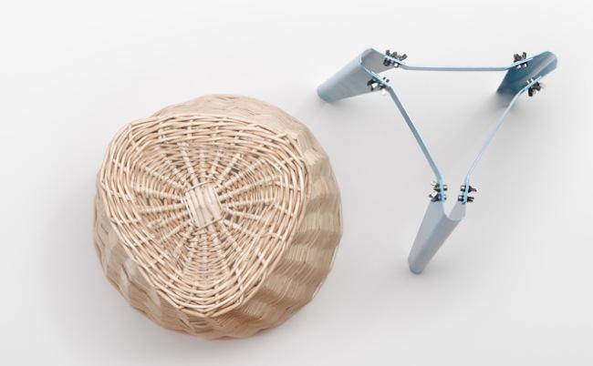 Un cesto de mimbre como asiento y para almacenaje dos en uno for Asiento con almacenaje