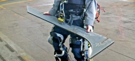 Un exoesqueleto con el que cargar 100 kilos está en desarrollo en astilleros coreanos