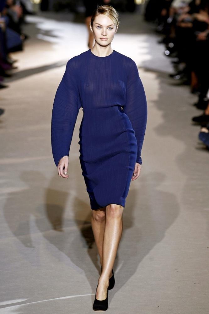 Foto de Stella McCartney Otoño-Invierno 2011/2012 en la Semana de la Moda de París:  (23/25)