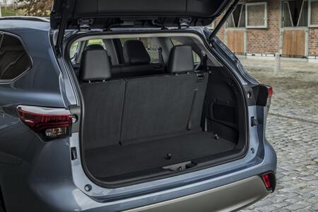 Toyota Highlander Electric Hybrid 2021 Interior 8