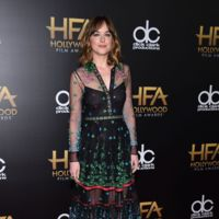 Dakota Johnson apostó por las transparencias