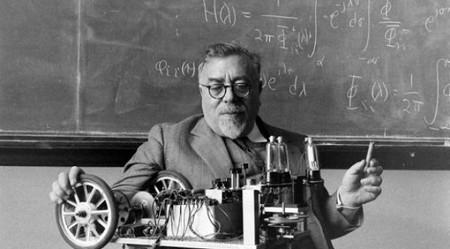"""Norbert Wiener, el """"chico más brillante del mundo"""" que pensó que una máquina y un cerebro eran lo mismo"""