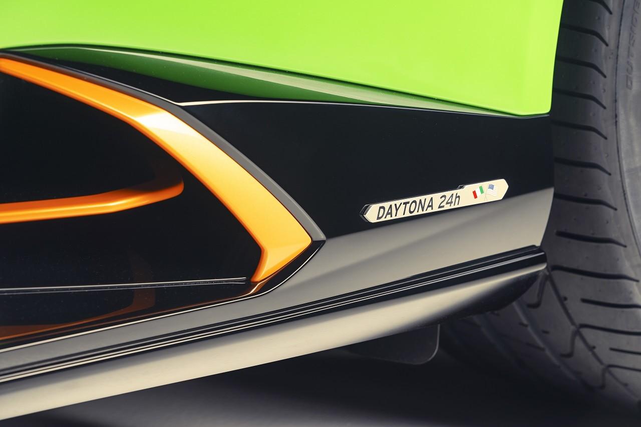 Foto de Lamborghini Aventador SVJ Roadster 63 y Huracán EVO GT (11/34)
