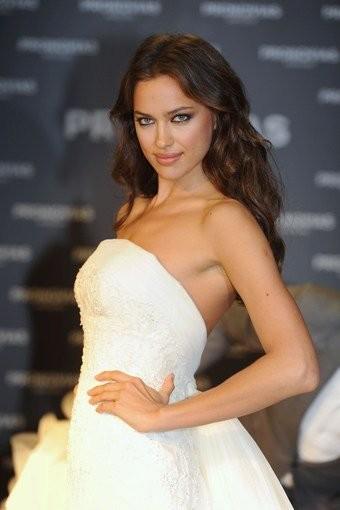 Irina Shayk se viste de novia pero cuidado, que no se lleva a nadie al altar