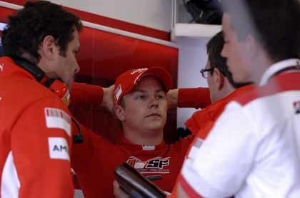 ¡Cuidado Kimi, que Schumi vuelve en Nurburgring!
