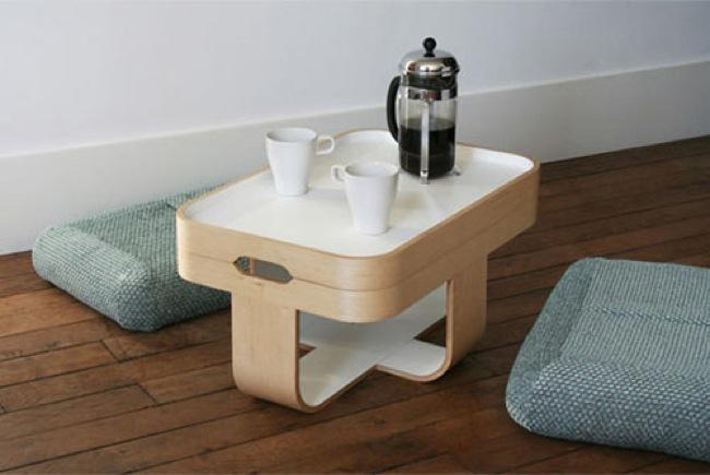 Foto de Mesa, bandeja, escabel y cojines de suelo, cuatro en uno (1/4)