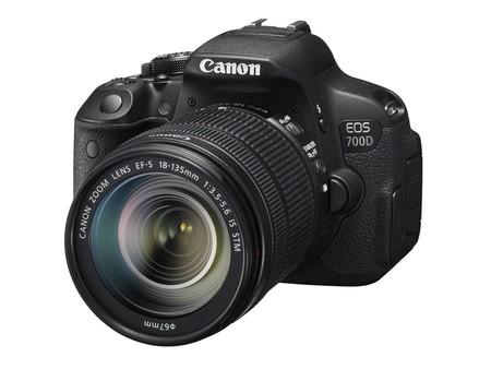 Cámara Canon EOS 700D + EF-S 18-135mm por 600 euros