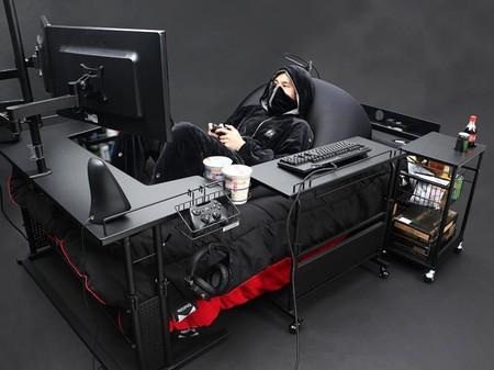 Quién necesita silla y escritorio cuando puedes tener una increíble cama gaming a la que sólo le falta un baño para ser perfecta