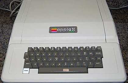 """Ordenador """"Apple II+"""" vendido en eBay por más de 1400 dólares"""