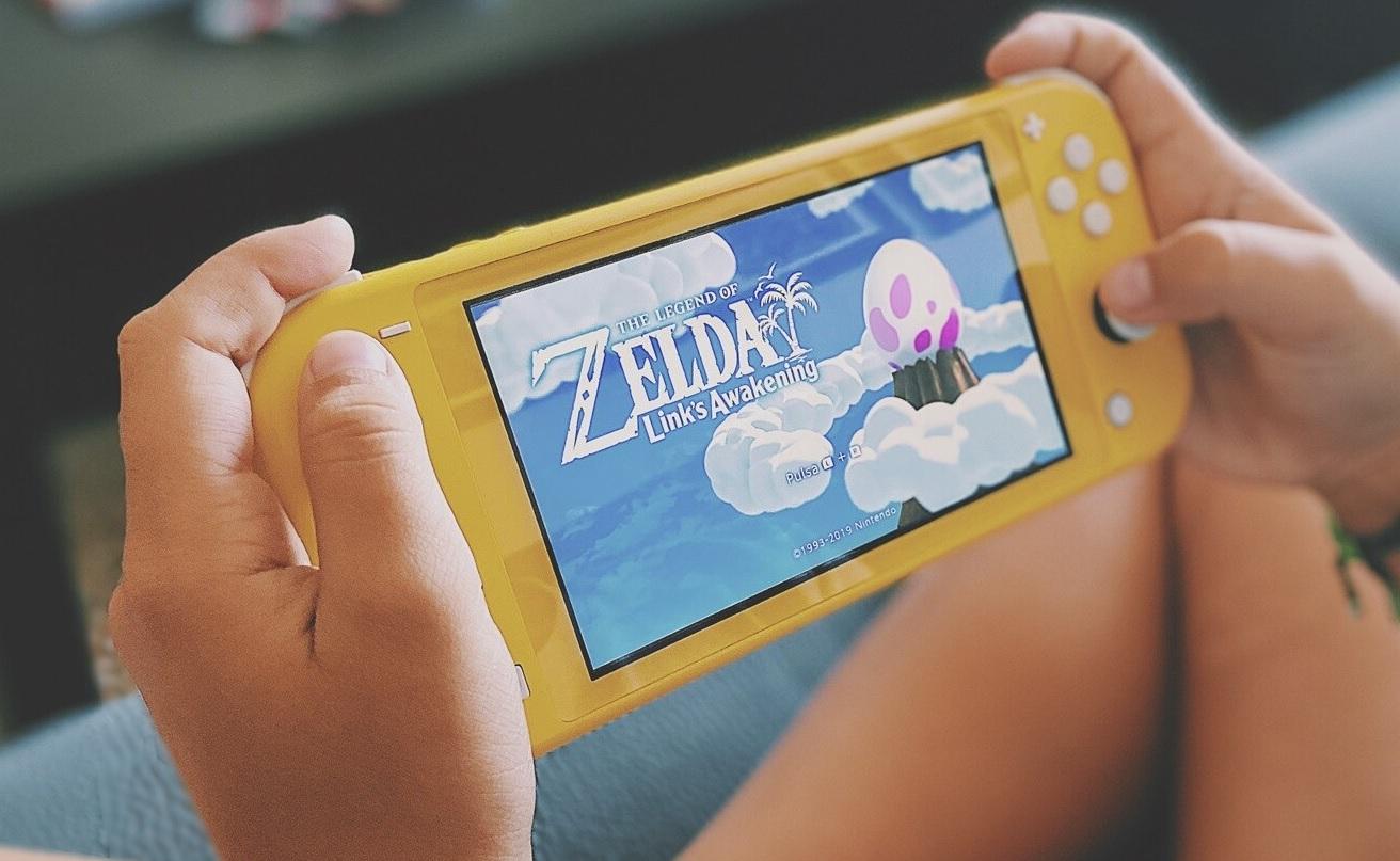 Consola Nintendo Switch Lite + Juego 'Animal Crossing: New Horizons'