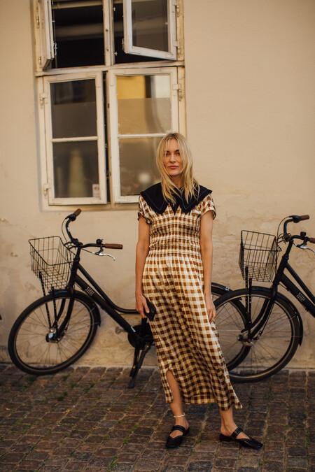 Los cuadros vichy también brillan en otoño: 11 vestidos midi, camisas y pantalones que queremos ya en nuestro armario