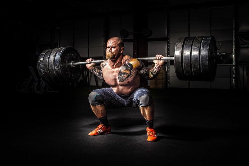 Los siete ejercicios que no pueden faltarte en tu entrenamiento de fuerza en el gimnasio
