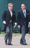 El look de Elton John en la Boda del príncipe Guillermo y Kate Middleton