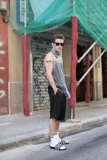 El Combo De Chanclas Y Calcetines Conforman Los Mejores Looks Del Street Style De La Semana 07