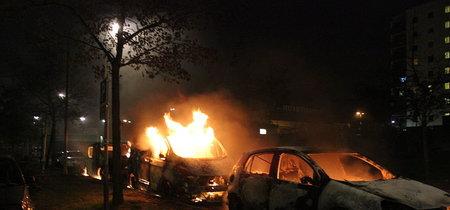 Cien coches quemados en una semana: Suecia está sufriendo una ola de violencia e inseguridad sin precedentes