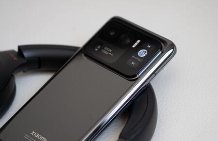 El último render del posible Xiaomi Mi Mix 4 confirma su cámara bajo la pantalla y un panel secundario en la parte trasera