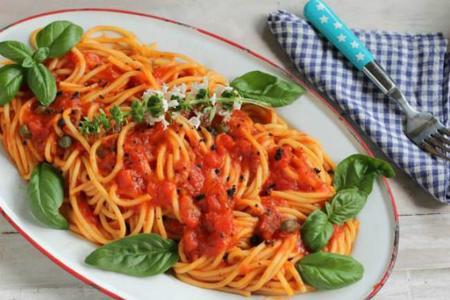 6_espaguetis_con_salsa_de_albahaca_trufa_y_alcaparras.jpg