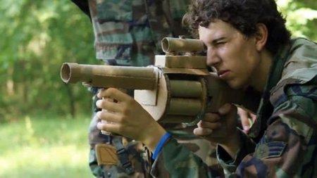 Cardboard Warfare. Excelente corto sobre el FPS de Infinity Ward